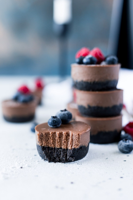 No-Bake-Mini-Vegan-Chocolate-Cheesecakes